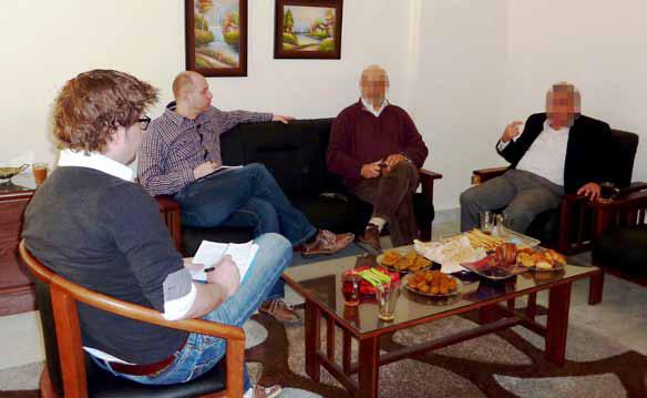 Daniel Kort i samtale med samarbeidspartnere i Midt-Østen
