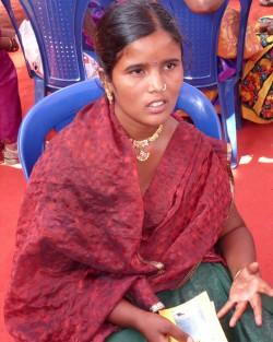 Samitha ble helbredet i sin forkrøplete hånd. Nå har hun en ny framtid